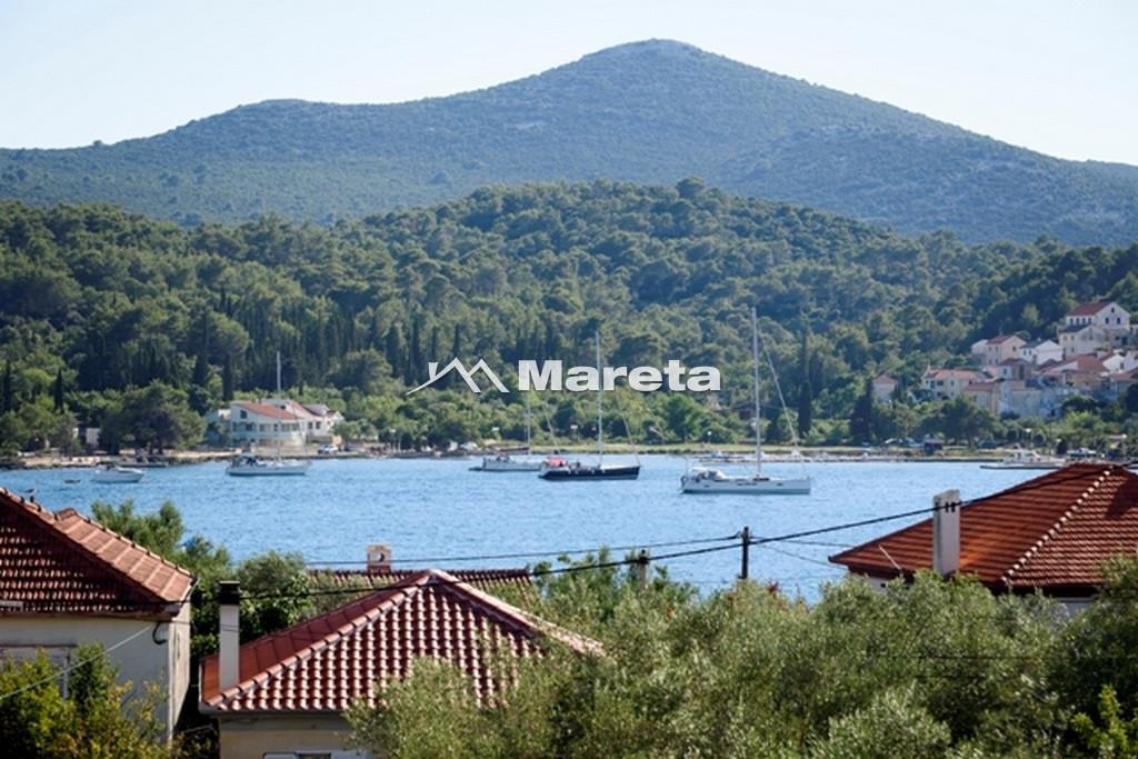 ***Otok Ugljan - Sutomišćica, nova kuća katnica, 2.red od mora***