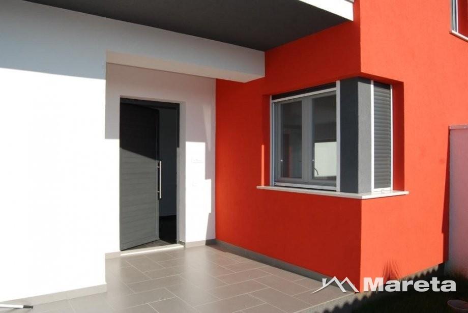 Luksuzna moderna kuća 242 m2