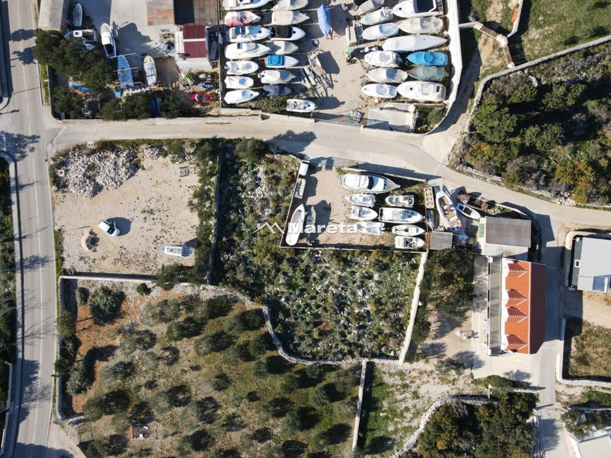 Novalja - zemljište s gospodarskim objektom