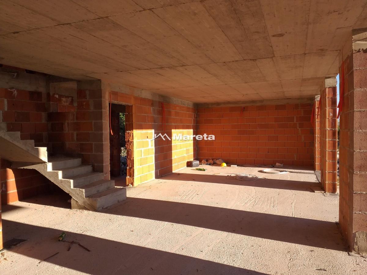 NOVALJA - Vila s bazenom u izgradnji - POGLED NA MORE